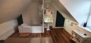 The Ptarmigan spacious ensuite bathroom